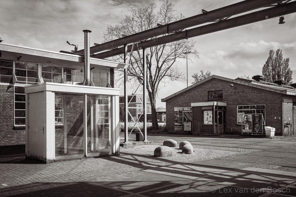 post-industrieel landschap rond Amsterdam in zwart-wit